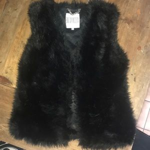 BB Dakota black fur vest